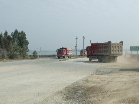 Junction at bridge over Luerhuan River